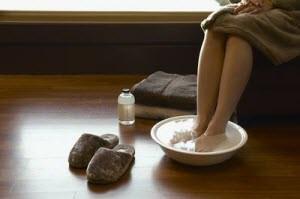 Стоит ли парить ноги при простуде